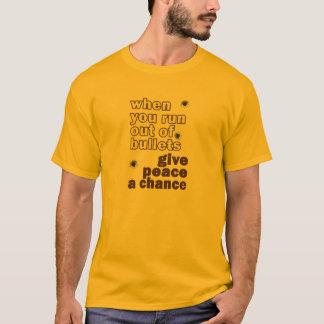 geben Sie Frieden einen Möglichkeitsrebellen T-Shirt