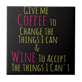 Geben Sie mir Kaffee, um die Sachen zu ändern, die Fliese