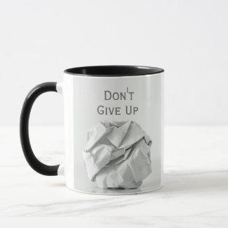 Geben Sie nicht oben geknittert herauf PapierTasse Tasse