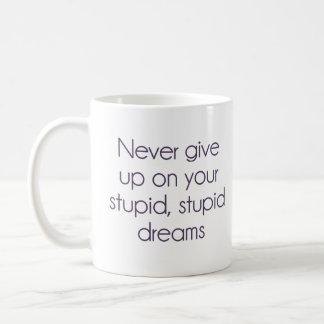 Geben Sie nie auf Ihren dummen Träumen auf Kaffeetasse