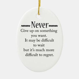 Geben Sie nie auf Ovales Keramik Ornament