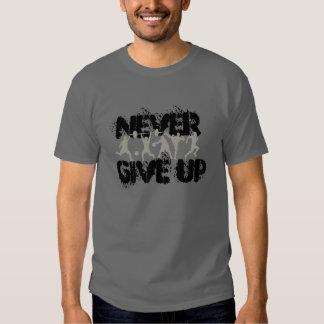 geben Sie nie auf T Shirts