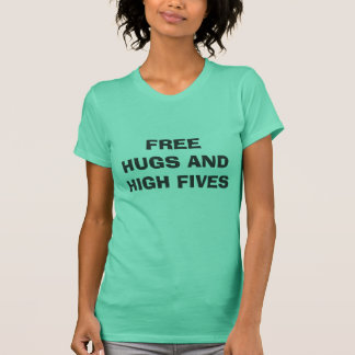 GEBEN SIE UMARMUNGEN UND HOHES FIVES FREI T-Shirt