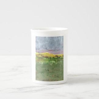 Gebirgslandschaft mit der lila Tasse des Himmels