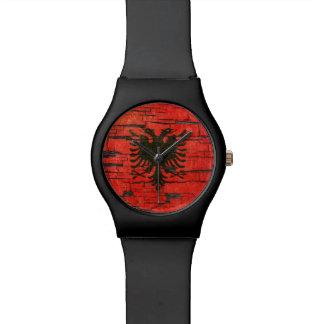 Gebrochener albanischer armbanduhr