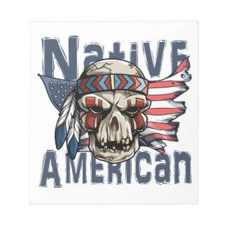 Gebürtige Ureinwohner-Krieger-Schädel USA-Flagge Notizblock