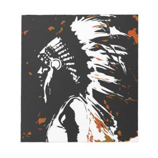Gebürtiger amerikanischer Ureinwohner innerhalb Notizblock