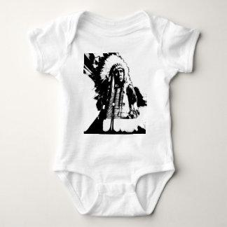 Gebürtiger Ureinwohner-Leiter oder Brave Baby Strampler
