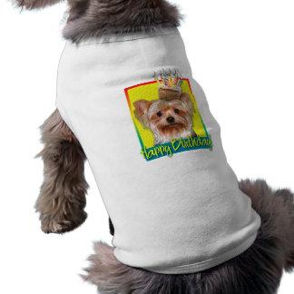 Geburtstags-kleiner Kuchen - Yorkshire Terrier T-Shirt