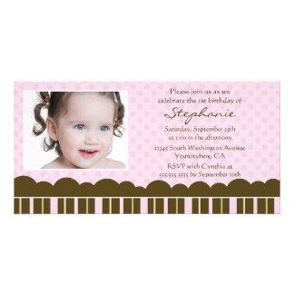Geburtstags-Party des rosa braunen Mädchens laden  Photogrußkarten