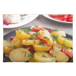 Gedämpfte Kartoffeln mit Pfeffernahaufnahme Stofftischset