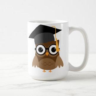 Geeky Eule mit Gläsern und der Kaffeetasse