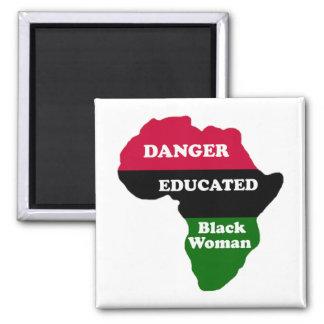 GEFAHR - gebildete schwarze Frau Quadratischer Magnet