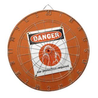 Gefahr! Ohrschutz erfordert Dartscheiben