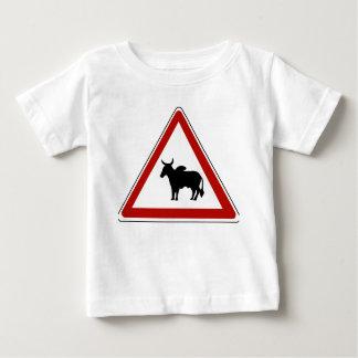 Gefahrenkühe, Verkehrszeichen, Burkina Fasso Baby T-shirt