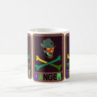 Gefahrenwarnender Schädel-Wärter Pop Art Mug Kaffeetasse