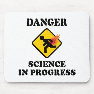 Gefahrenwissenschaft laufend - lodernder Furz-Spaß Mousepad