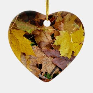 Gefallener Ahorn verlässt gelbe Herbst-Natur Keramik Ornament