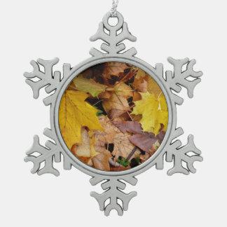 Gefallener Ahorn verlässt gelbe Herbst-Natur Schneeflocken Zinn-Ornament