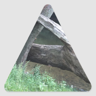 Gefallener Baum Dreieckiger Aufkleber