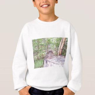 Gefallener Baum mit Stumpf im Wald Sweatshirt