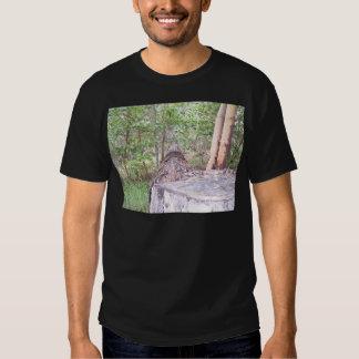 Gefallener Baum mit Stumpf im Wald T-Shirts