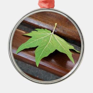gefallenes Blatt Silbernes Ornament
