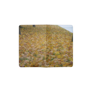 Gefallenes Herbst-Blätter - eine Zeitschrift der Moleskine Taschennotizbuch