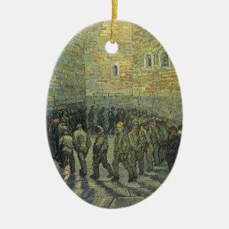 Gefangene, die durch Vincent van Gogh trainieren Ovales Keramik Ornament