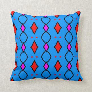 Gefärbter Dekorationskissen blau, der an Rauten Kissen