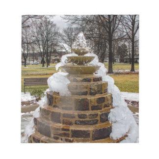 Gefrorener Brunnen Notizblock