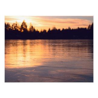 Gefrorener See am Sonnenuntergang Fotodruck
