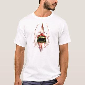 Geführter Schlitten mit Nadelstreifen T-Shirt