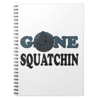 Gegangener Squatchin Yeti im Holz Spiral Notizblock