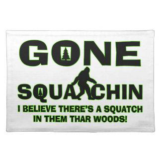 Gegangenes Squatchin Bigfoot im Holz Stofftischset