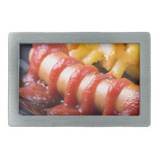 Gegrillte Würste und gebratene Kartoffel Rechteckige Gürtelschnallen