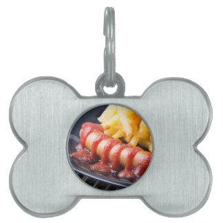 Gegrillte Würste und gebratene Kartoffel Tiermarke