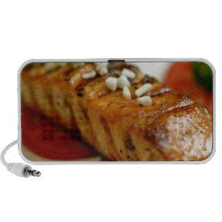 Gegrilltes Lachssteak, Pfeffer und Knoblauch für Laptop Lautsprecher