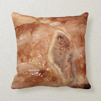 Gegrilltes Schweinekotelett mit Kissen
