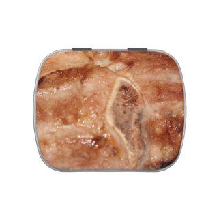 Gegrilltes Schweinekotelett mit Süßigkeitenbox