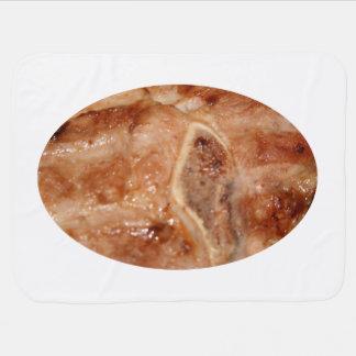 Gegrilltes Schweinekotelett mit Baby-Decken