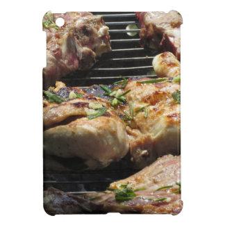 Gegrilltes Steak und Huhn auf dem Grill iPad Mini Hüllen