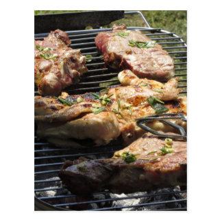 Gegrilltes Steak und Huhn auf dem Grill Postkarten