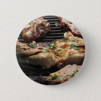 Gegrilltes Steak und Huhn auf dem Grill Runder Button 5,1 Cm