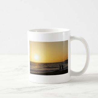 Gehen am Sonnenuntergang Tasse