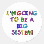Gehen, eine große Schwester zu sein Runder Aufkleber