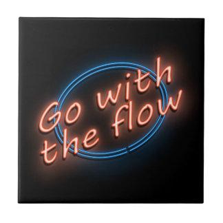 Gehen Sie mit dem Fluss Fliese