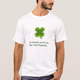 Gehen Sie voran, sehen Sie, was… geschieht T-Shirt