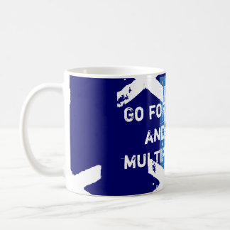Gehen Sie weiter und multiplizieren Sie Kaffeetasse