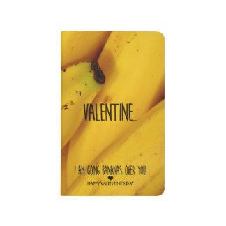 Gehende Bananen über Ihnen Valentinstag Taschennotizbuch